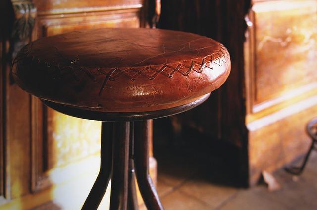 kožená židle barová