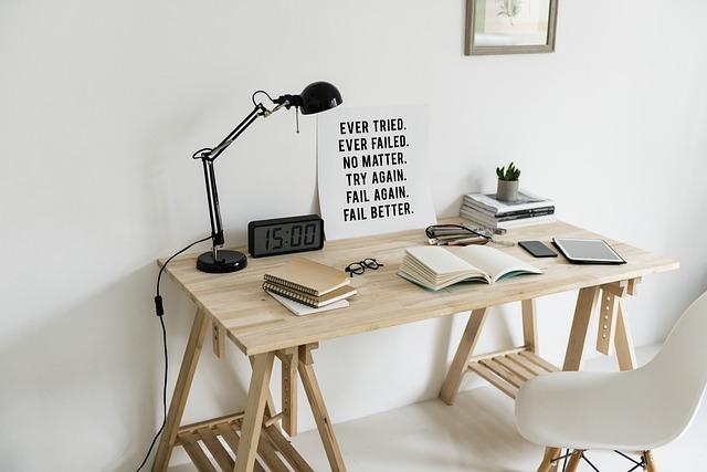 minimalistický pracovní prostor
