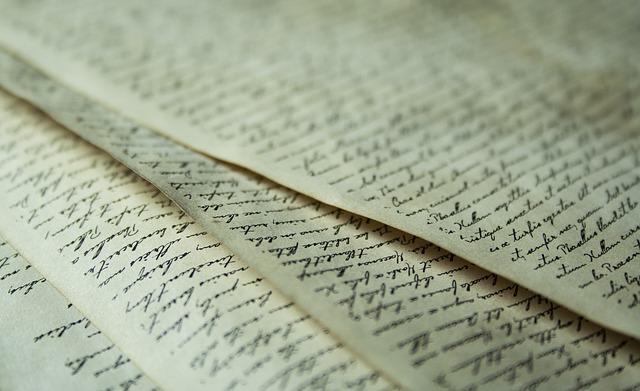 popsané listy papíru