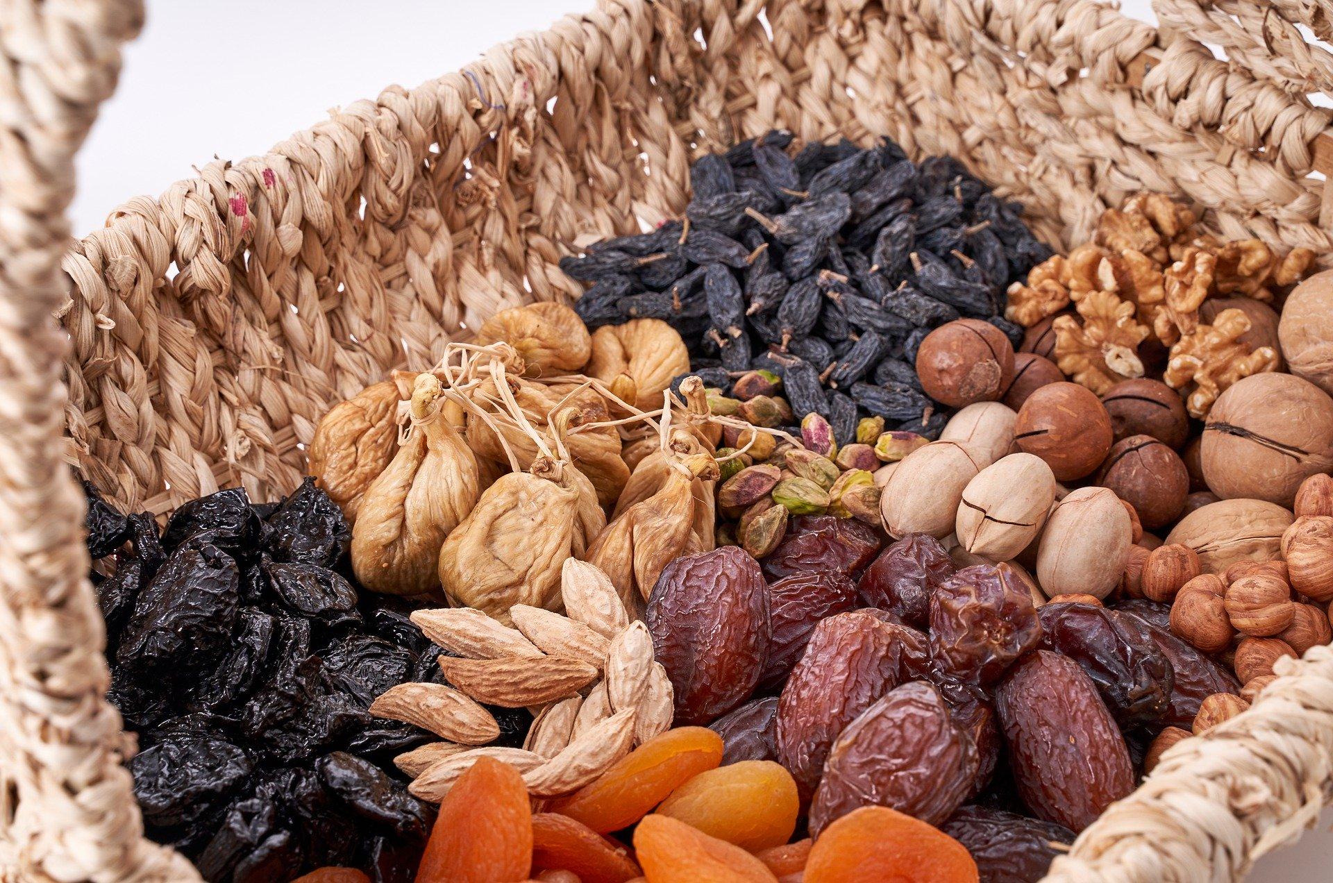 ořechy v košíku